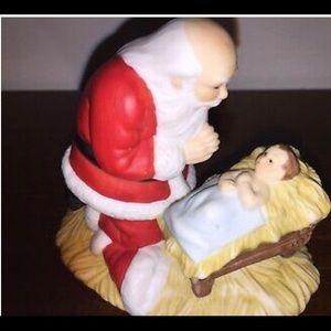 Vintage Kneeling Santa Figure 🎅